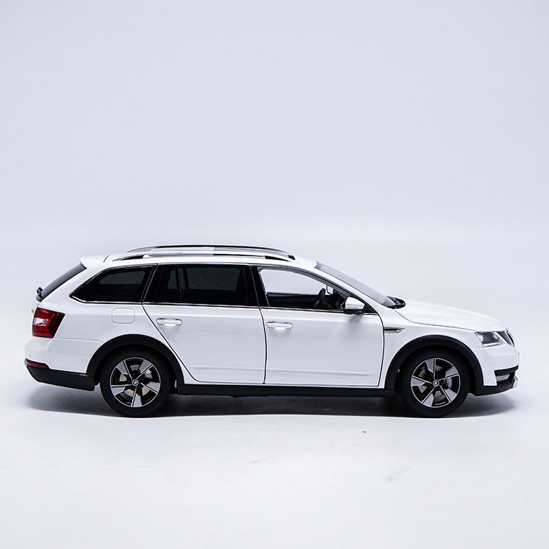 Original factory authentic 1/18 Skoda Octavia Combi Wagon diecast metal car model with small gift