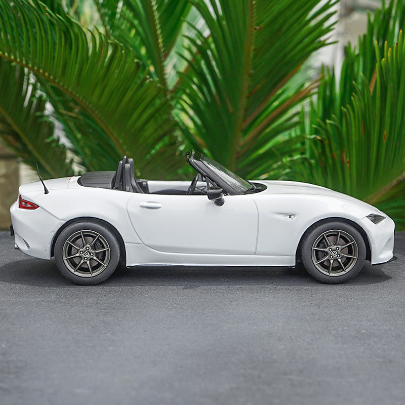 1:18 Triple9 MX5 MAZDA MX-5 2015 With removable soft top metal car model