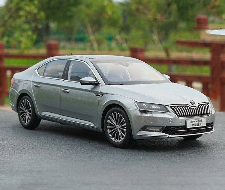Original factory authentic 1:18 VW SKODA Brand new SUPERB diecast model with small gift