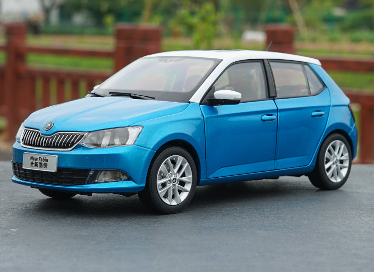 Original factory authentic 1:18 VW Skoda NEW Fabia diecast sedan car model for toys, gift, collection