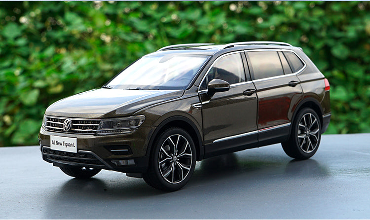 Original factory authentic 1:18 brand new TIGUAN L 2017 version diecast car model with small gift