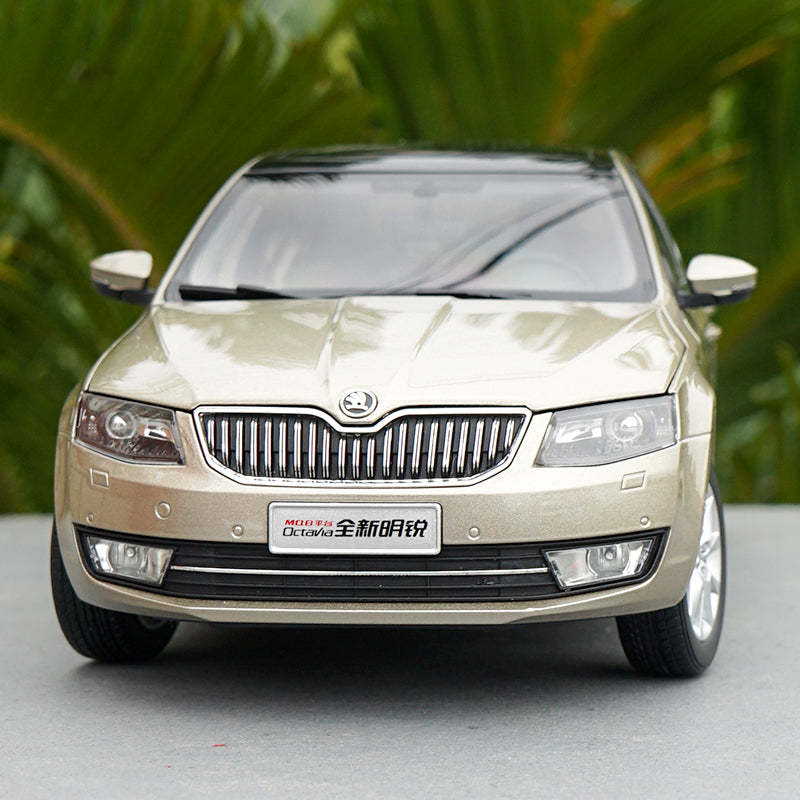 Original Authorized factory 1:18 diecast Skoda Octavia car models, Classic toy car Models for gift, collection