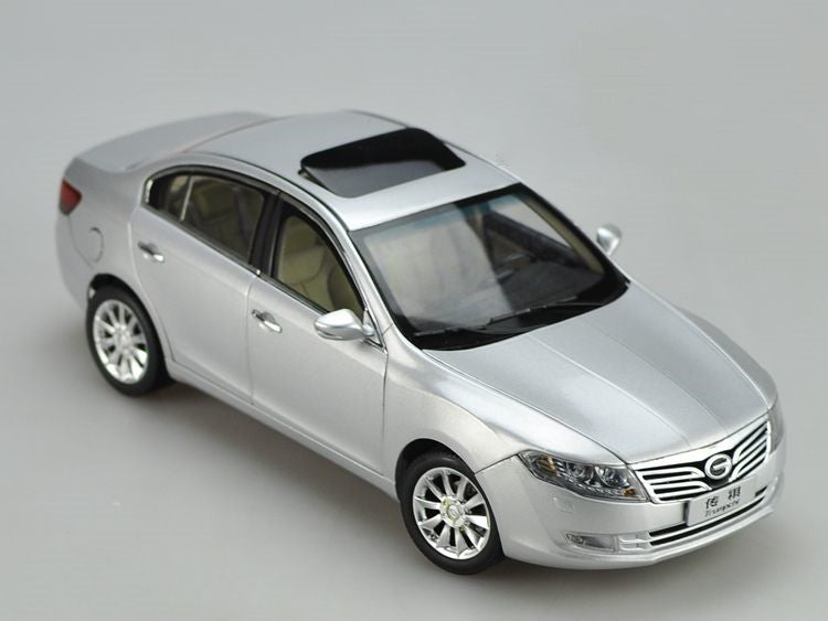 Original factory authentic 1:18 Trumpchi GA5 diecast car models with small gift
