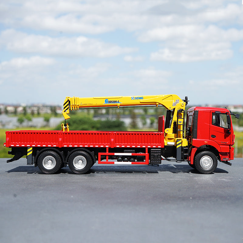 Original factory 1:35 XCMG diecast integrated lorry mounted crane model, zinc alloy Truck crane scale models toy gift