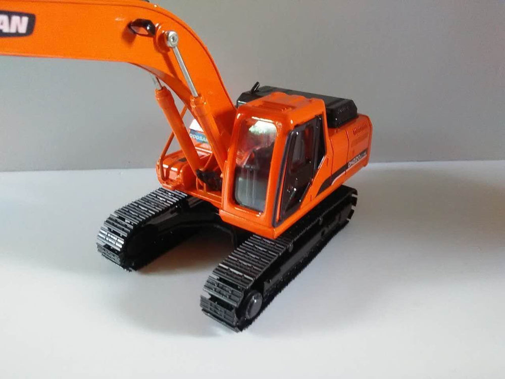 1:40 Doosan Heavy Equipment DH220LC-9E Hydraulic Excavator With Metal Track Displayed Diecast Model