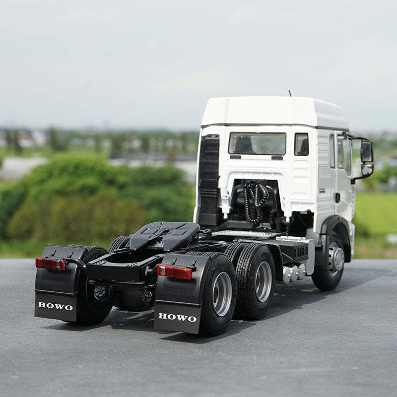 Original factory authentic 1:24 Sinotruk HOWO TX semi-trailer tractor alloy scale models for gift, collection