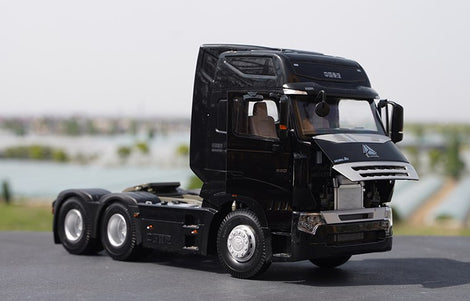 Original factory Black 1:24 Sinotruk HOWO A7 Diecast tractor model for gift, collection