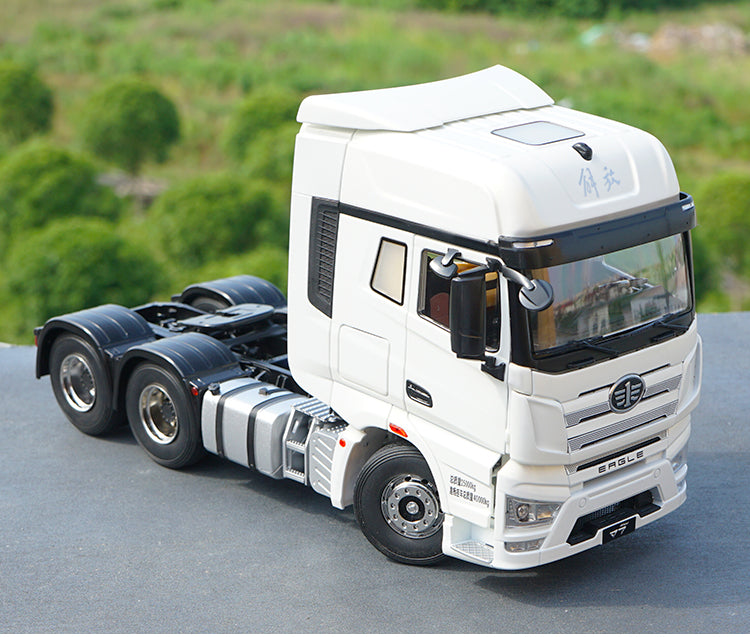 Original factory authentic 1:24 FAW EAGLE J7 diecast semi-trailer tractor models for gift, collection