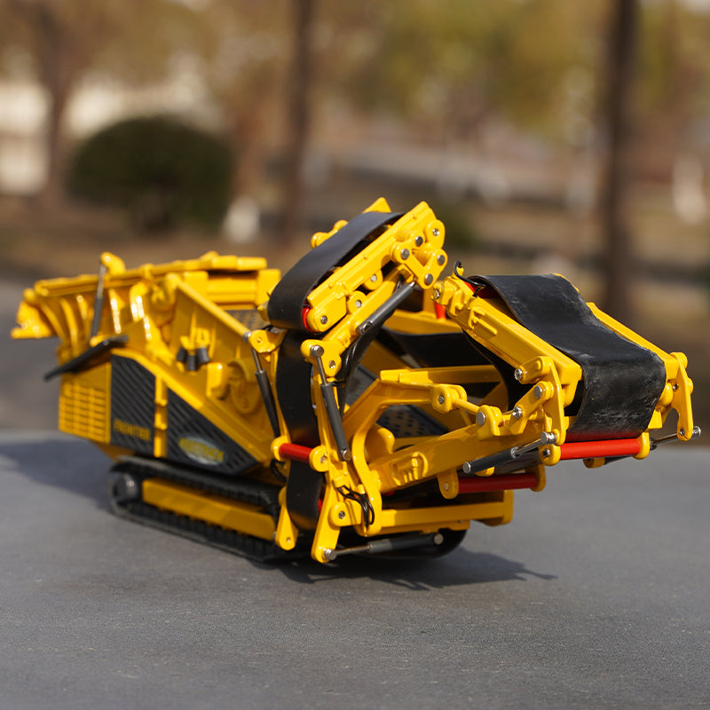 Original factory 1:50 Chuzhou Keestrack Frontier diecast screen crusher crawler alloy construction machinery model for gift, collection