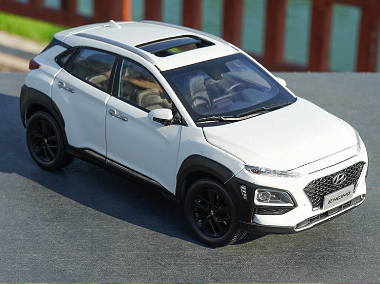 Original 1/18 Dealer Edition Hyundai Encino (White) SUV Diecast Car Model with small gift