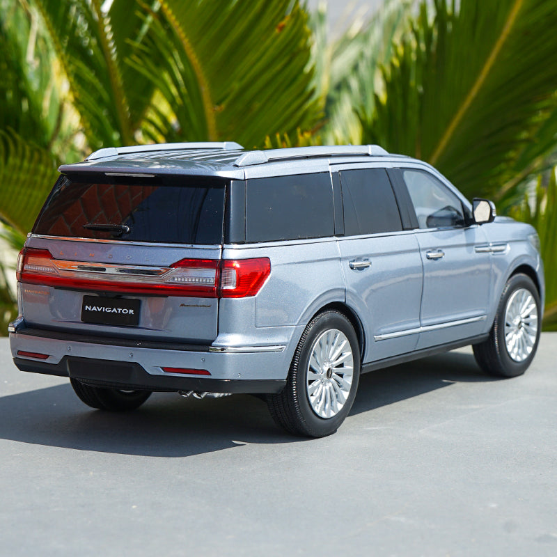 Original 1/18 Dealer Edition Lincoln Navigator (Silver Blue) Diecast Car Model with small gift