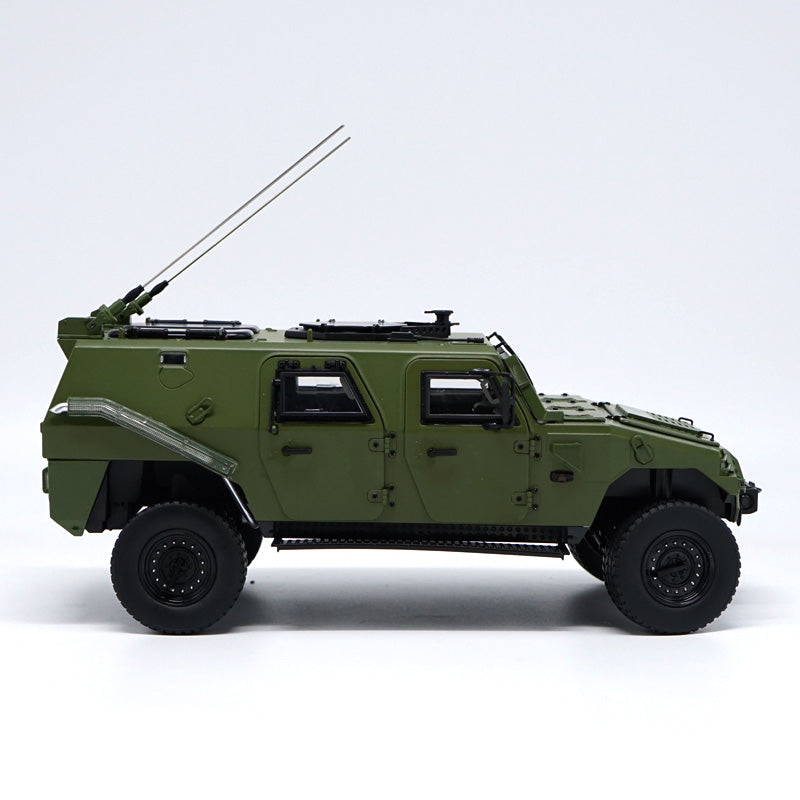 Original 1:18 Dongfeng New Warrior Off-road Armored Vehicles Alloy 70th anniversary parade military armored car models for gift, collection