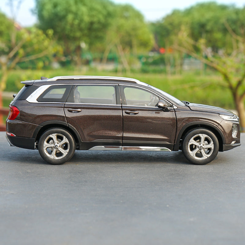 Original 1:18 Hyundai SANTAFE SUV Die Cast Model 2019 Version with small gift