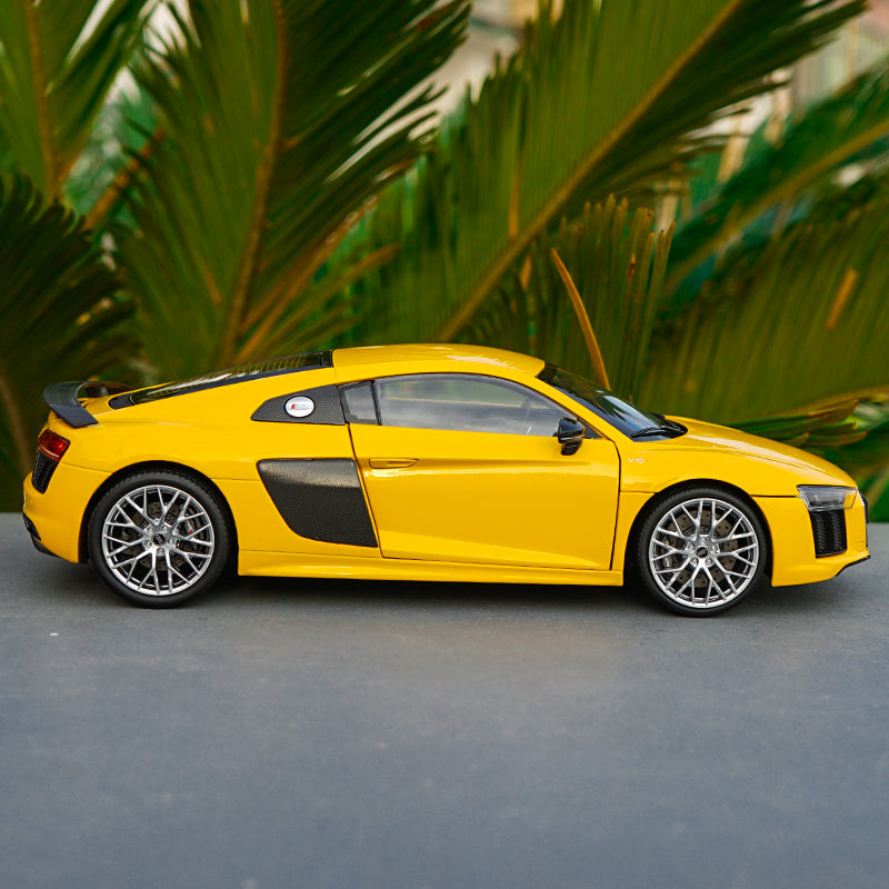 Original Authorized Authentic 1/18 Scale Audi R8 V10 plus NEW R8 Diecast roadster Car Model for birthday/christmas gift,collection