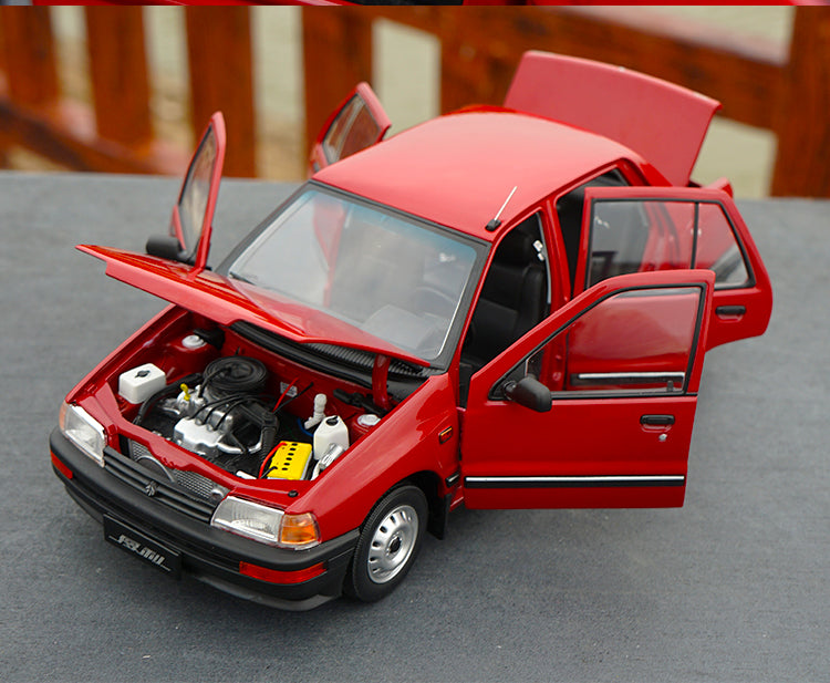 Original Authorized Authentic 1:18 Yiqi Chinese Tianjin Xiali TJ7100 Hatchback Toy Car Miniature for christmas/Birthday gift, collection
