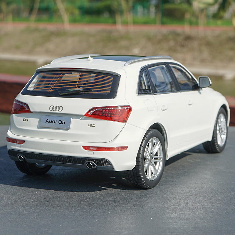 Original Authorized Authentic alloy 1:18 scale Audi Q5 Suv DieCast classic Car Model for christmas/birthday gift, collection