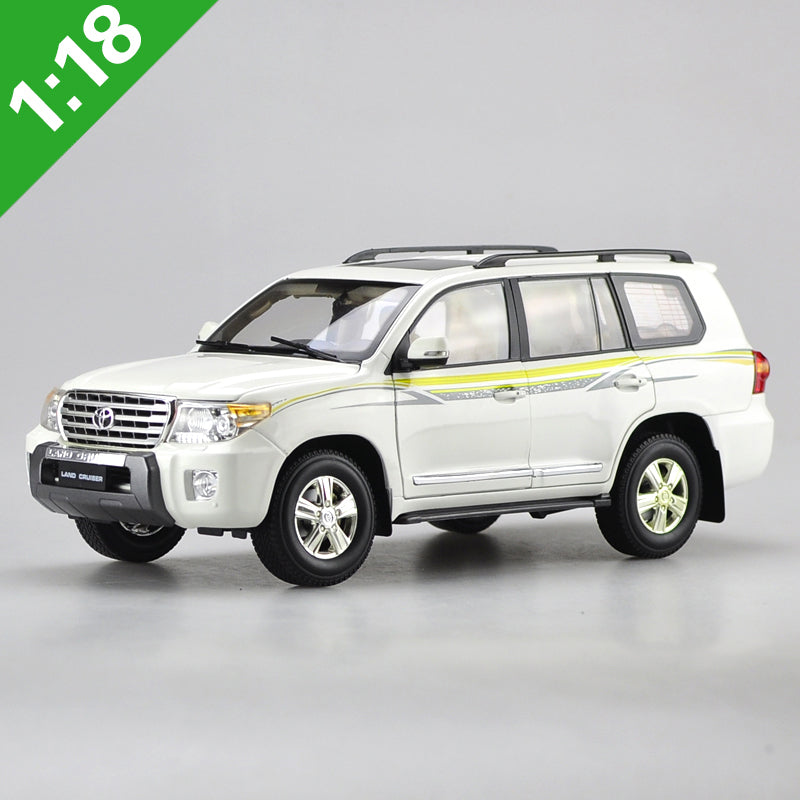 Original Authorized factory diecast 1:18 Toyota 2012 LAND CRUISER LC200 green Classic toy car Models for gift, collection