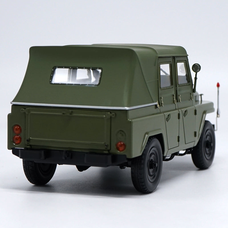 Original Authorized factory diecast 1:18 beijing jeep BJ212 green Classic toy car Models for gift, collection