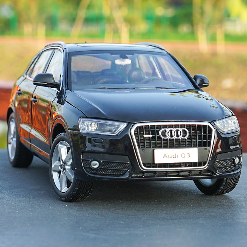 Original factory 1:18 Audi Q3 SUV car model black classic toy models for Birthday/christmas gifts, collection