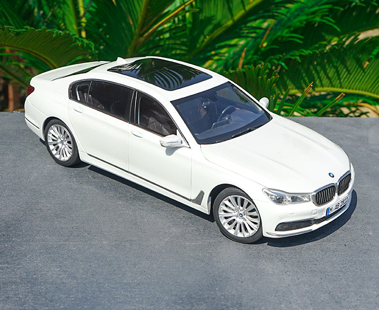 Original factory 1:18 BMW new T7 series Brand new 750Li/760Li Alloy Toy Metal classic toy models for gift, collection