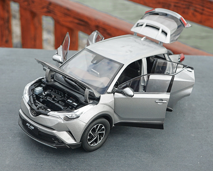 Original factory 1:18 TOYOTA IZOA DIE CAST MODEL with small gift