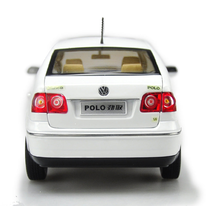 Original factory 1:18 Volkswagen VW Polo Jinqu white Sedan classic toy models for Birthday/christmas gifts, collection