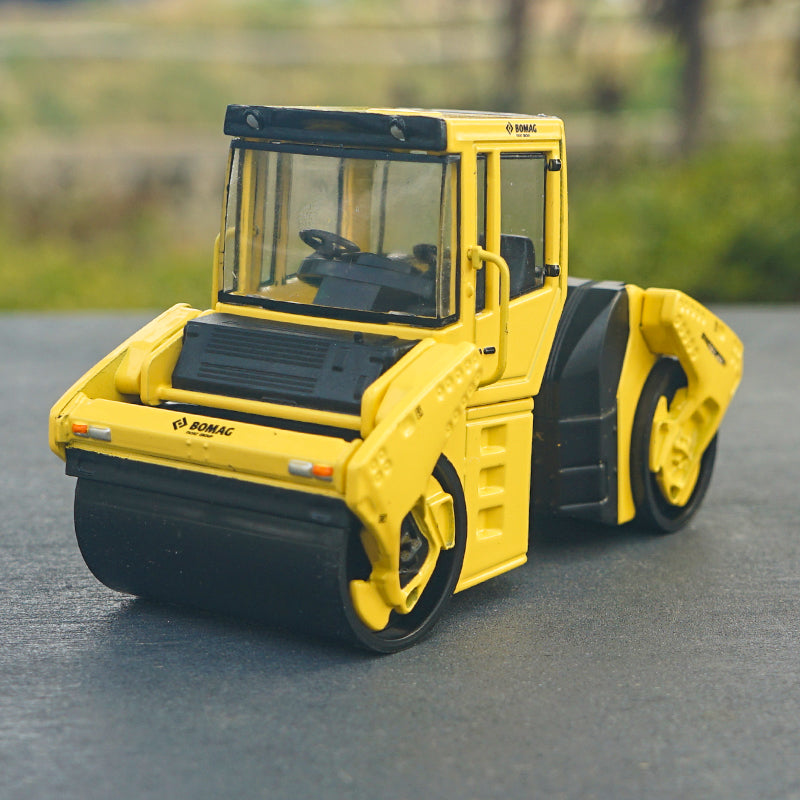 Original factory diecast 1:18 BOMAG BW203AD road roller model,Alloy construction machinery model for gift, collection