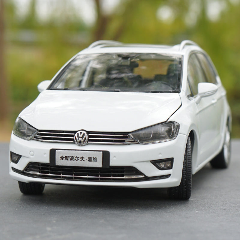Original factory exquisite diecast 1:18 GOLF Sportsvan car models for gift, collection