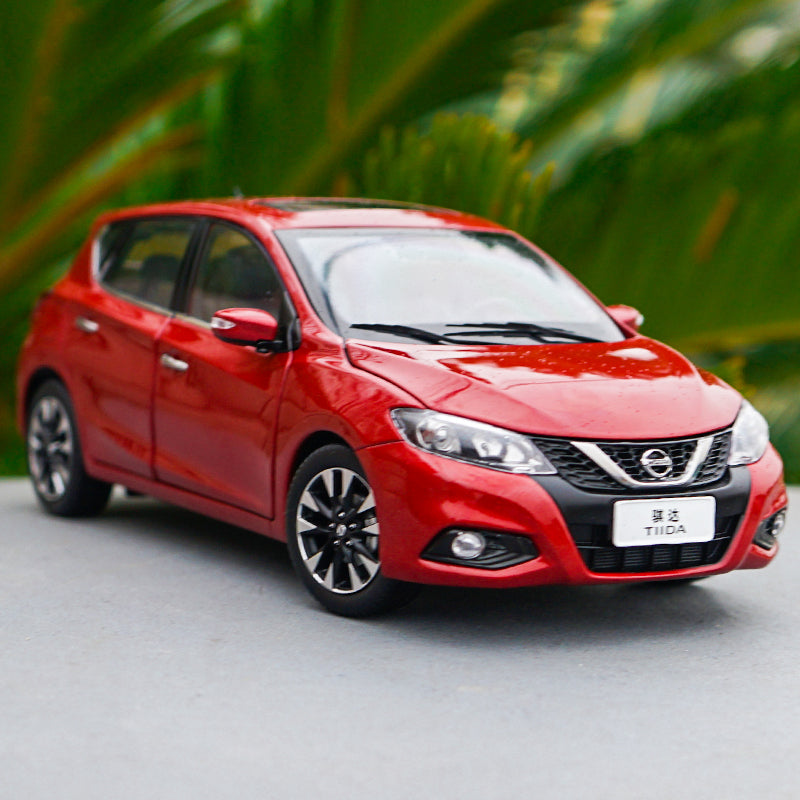 Original manufacturer 1:18 Dongfeng Nissan ,NISSAN TITDA 2016 diecast car model with small gift