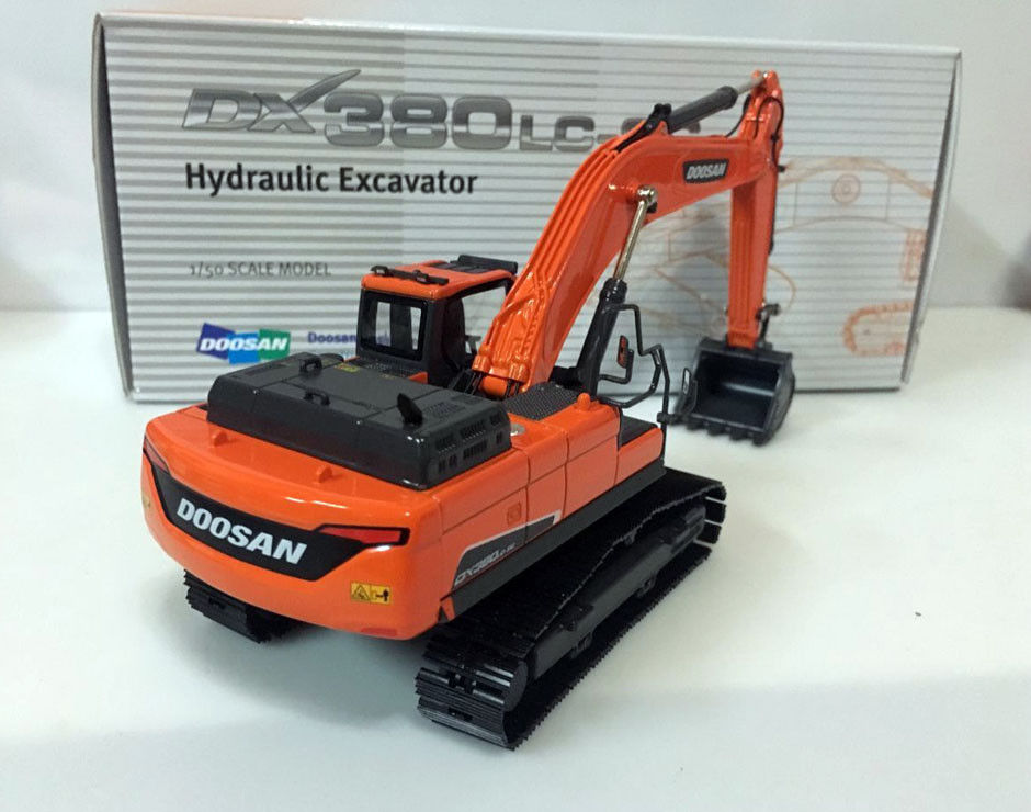 high quality 1:50 DOOSAN DX380LC-9C Excavator Alloy Engineering Vehicle Model