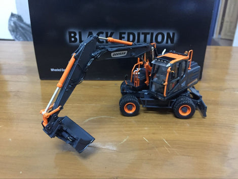UH8138 1 50 Doosan Dx160w Wheeled Excavator Diecast Toy Model Black Limited Editon VERY RARE