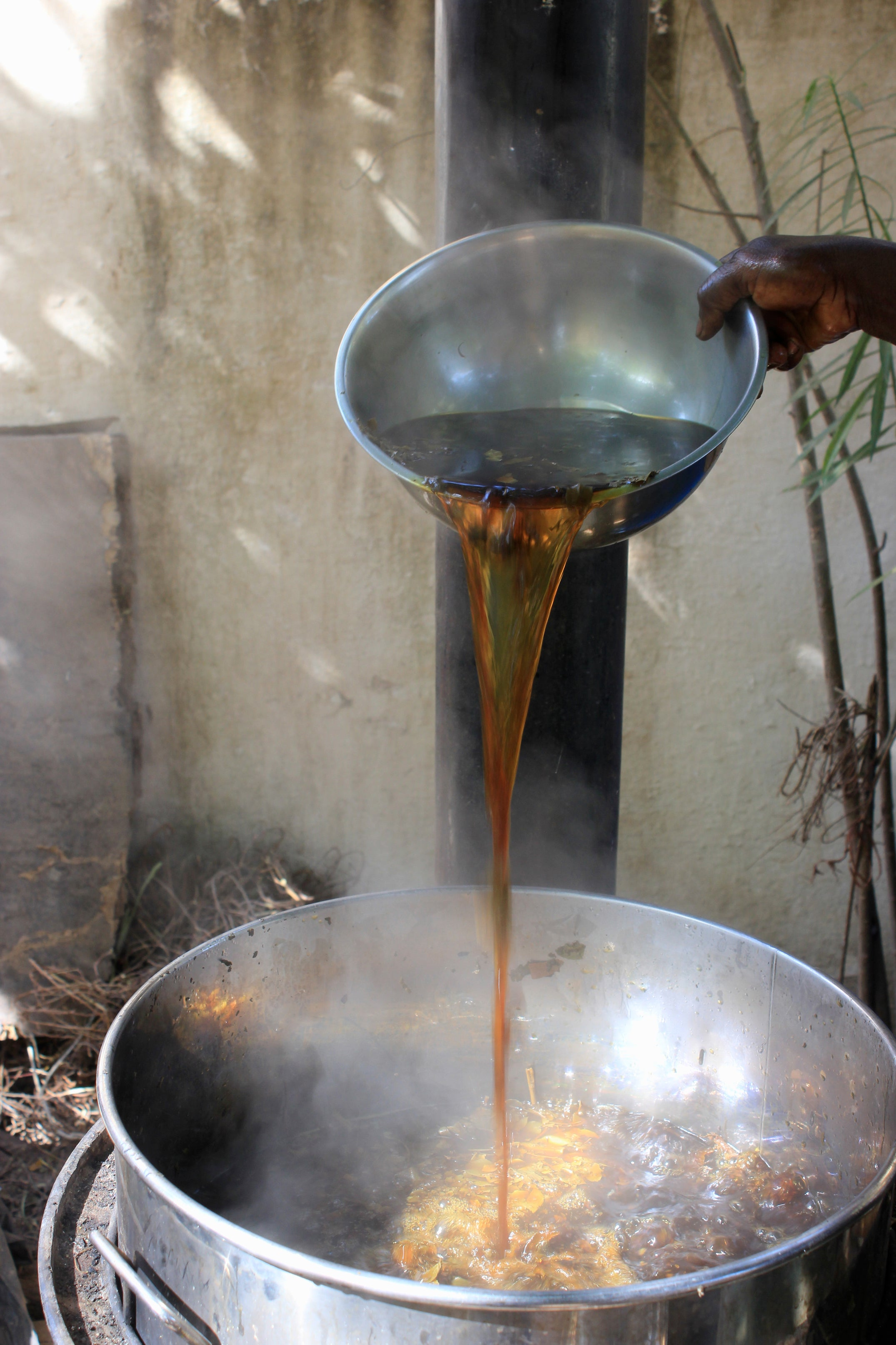 Tannic solution used for mud dyeing