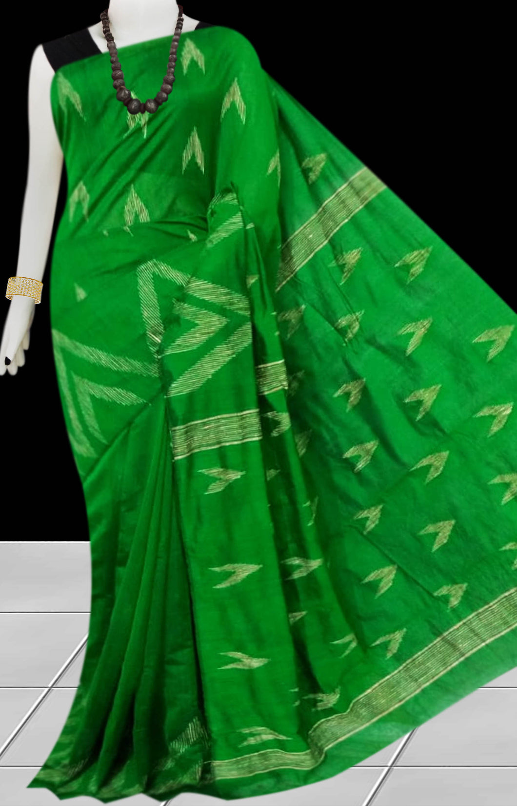 Green Color Cotton silk handloom saree with Arrow pattern ghicha work