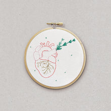 Heart of gold - embroidery kit - Kit de broderie - Rose Céladon