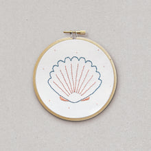 Sea shell - embroidery kit - Kit de broderie - Rose Céladon