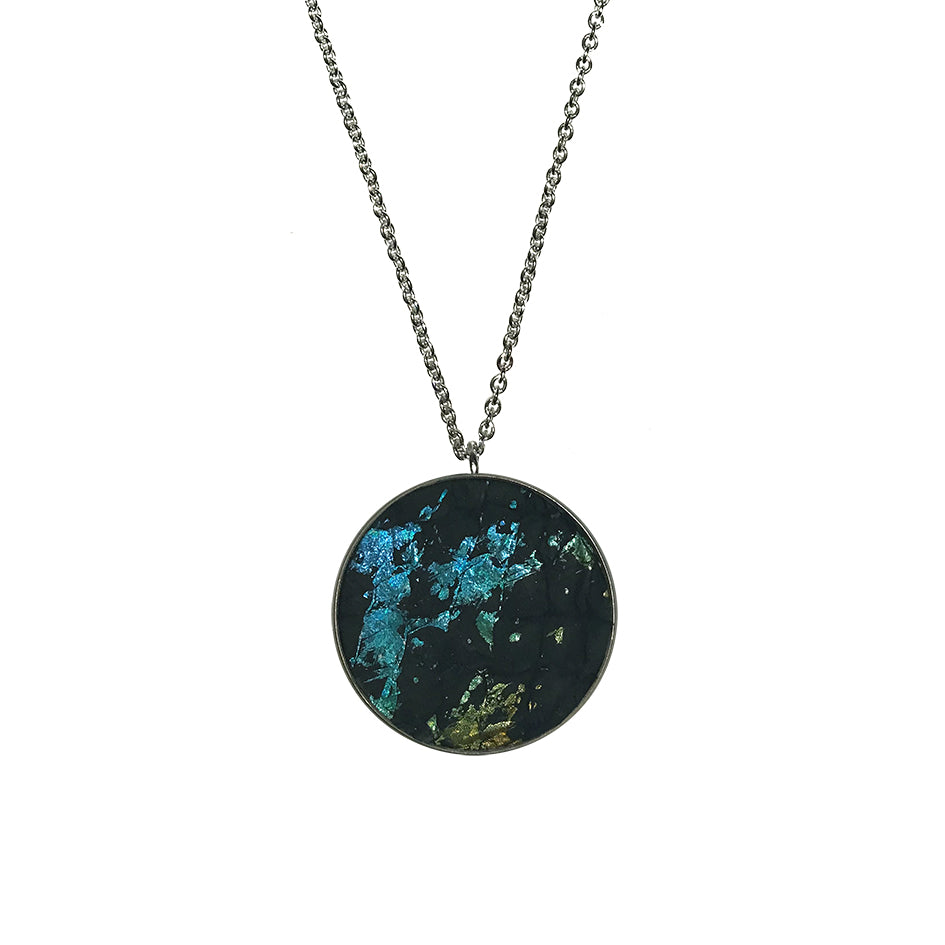 BLÁ NORÐURLJÓSA ROÐ FESTI / BLUE NORTHERN LIGHTS SALMON NECKLACE