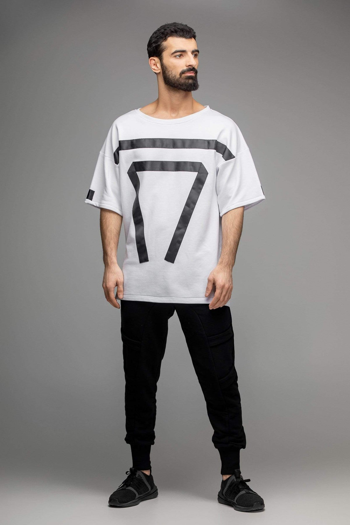 Black white geometric T-shirt