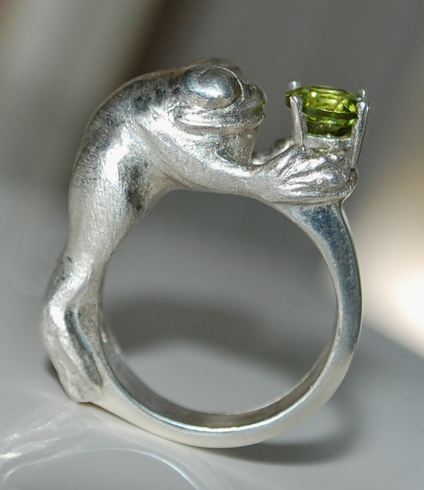 Fairytale Romance - Sterling silver frog ring with gemstone