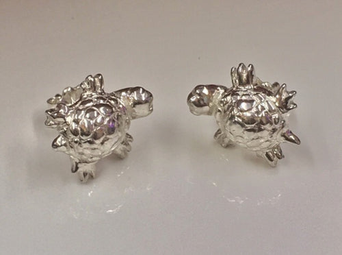 Shelly - Tiny turtle, post earrings in Sterling silver