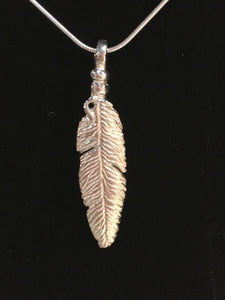 Lift - Feather necklace