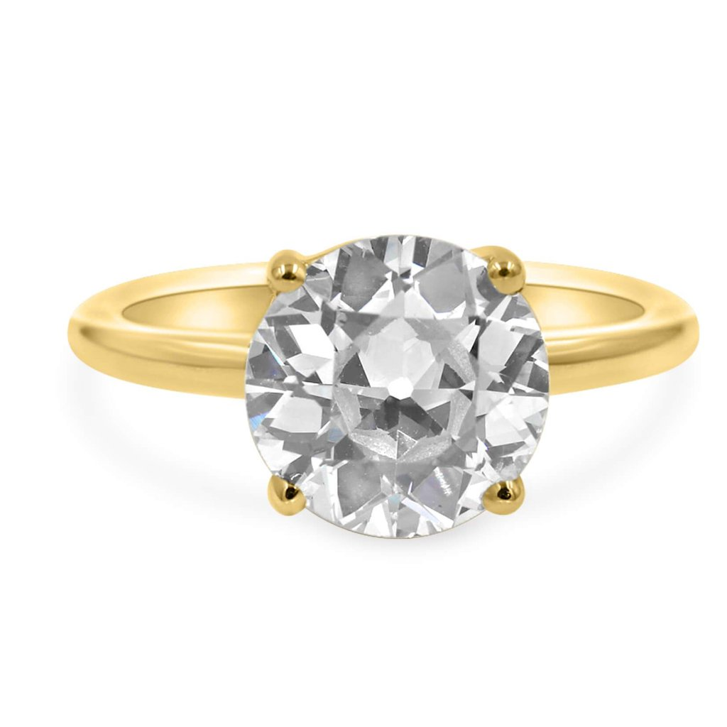 Solitaire ring in 14k yellow gold  front view