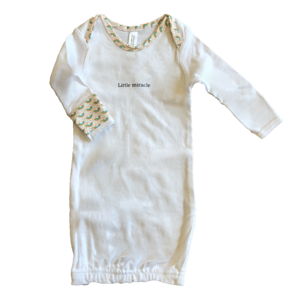 Slip these sweet sleepers on and introduce your baby to the world. These cotton sleepers feature a heartwarming silkscreened statement and lively, colorful neck and cuffs. The open bottom makes for easy on-off and simplified changes.  100% cotton Machine wash cold, no bleach; tumble dry low Open bottom Newborn size