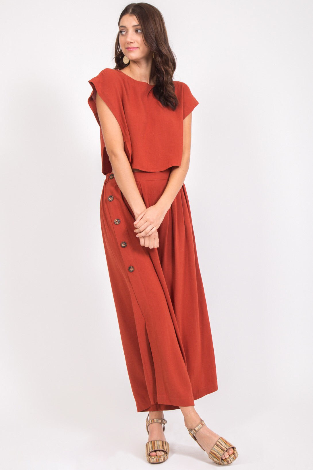 A dose of linen makes these wide leg pants feel even breezier.  85% RAYON, 15% LINEN