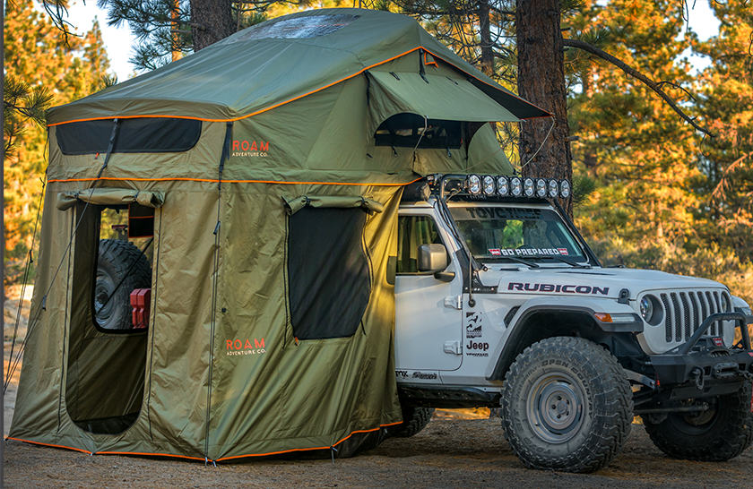 Rooftop tent on Jeep Rubicon with annex room