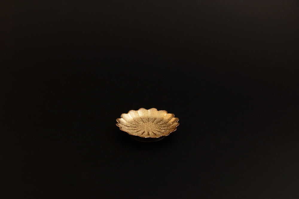Gold color chrysanthemum small plate