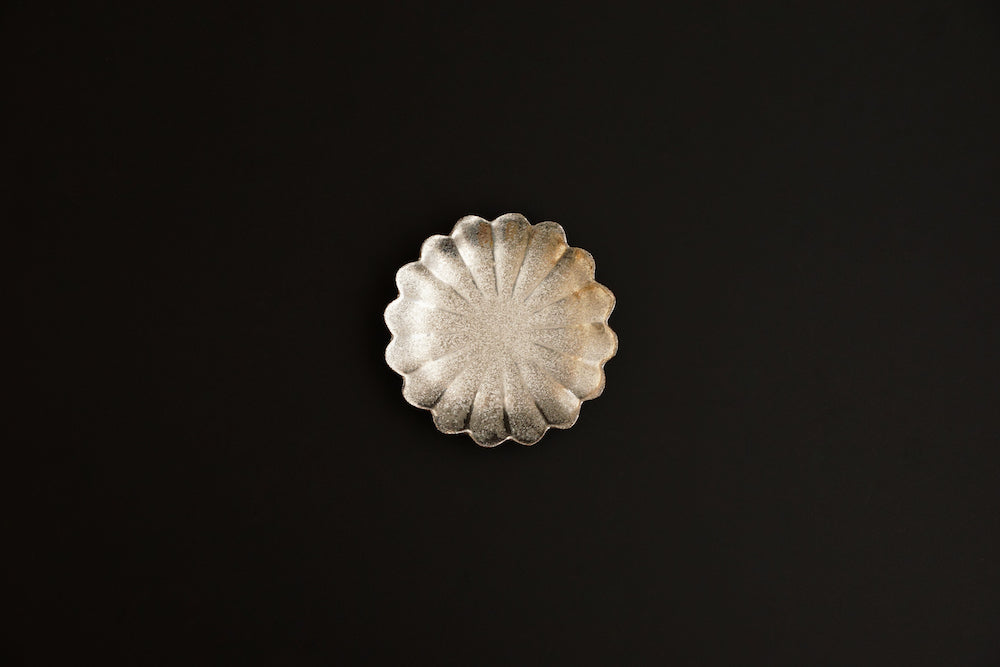 Silver color chrysanthemum small plate