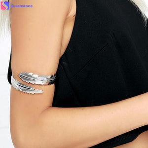 Metal feathers open arms bracelet