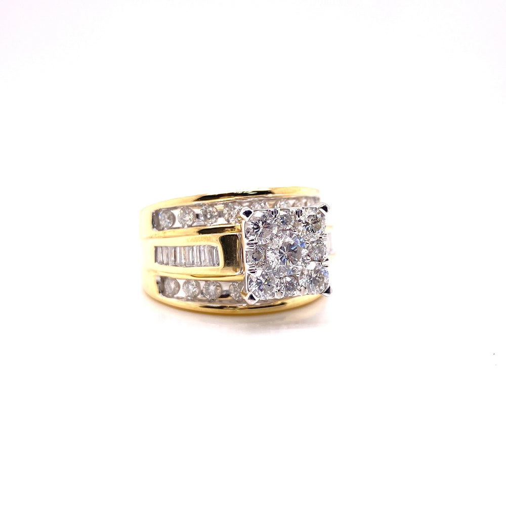 Ladies Diamond Ring With Baguettes On Sides