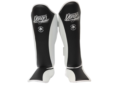 Shin Guards Evolution DESGE-003 Black/White