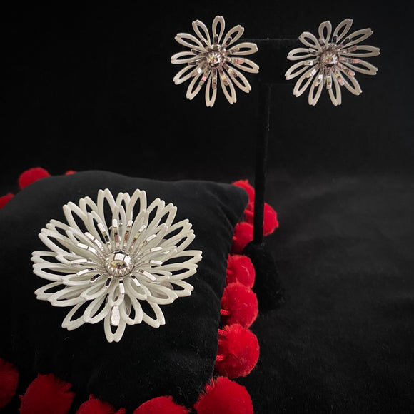 1972 Sarah Conventry White Petals Brooch & Earrings